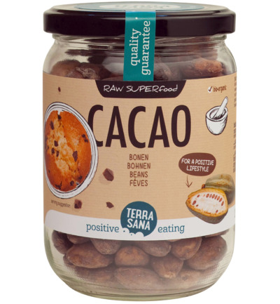 Raw cacao bonen in glas