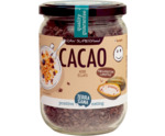 Raw cacao nibs in glas